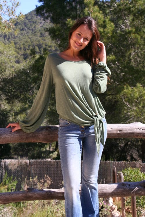 WIDE TOP WITH PUFFED SLEEVES - GREEN